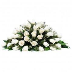 Ovalo de Condolencias con 30 Rosas Blancas