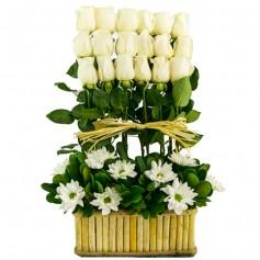 Canastillo de Condolencias 18 Rosas Blancas