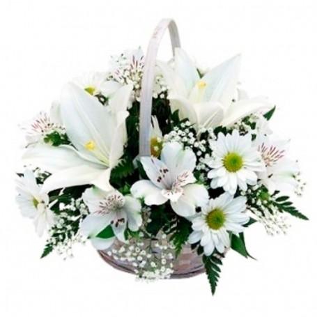 Canastillo de Condolencias pequeño con Liliums y Astromelias.