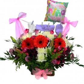 Arreglos de Flores Nacimiento Ropita Niña Gerberas Rojas