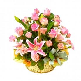 Canastillo Grande Rosado con 24 Rosas y 10 Liliums