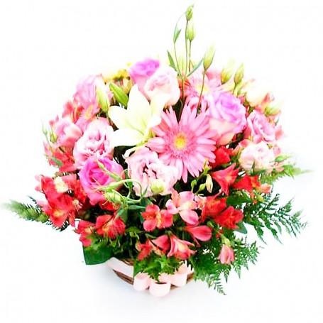 Canastillo Nacimiento con Flores Rosas