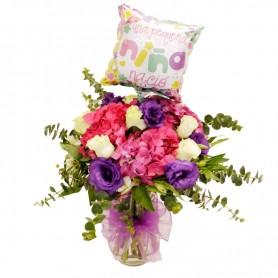 Florero Nacimiento con Hortensias y Rosas más Globo Es Niña