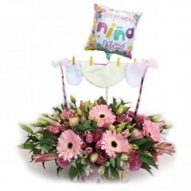 Canastillo Nacimiento con Ropita y Flores para Niña
