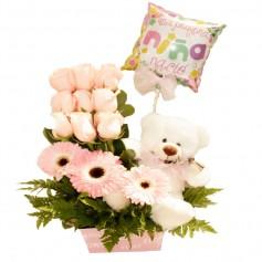 Canastillo Nacimiento con 9 Rosas Gerberas y Globo Es Niña