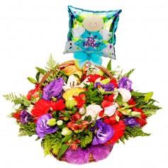 Canastillo Nacimiento con Rosas y Flores mix más Globo Es un Niño