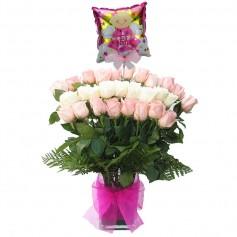 Florero Nacimiento 24 Rosas Mix Blancas y Rosadas con Globo Es Niña