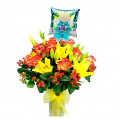 Florero Nacimiento 12 Rosas Circus y Liliums Amarillos con Globo Niño