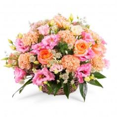 Canastillo Mediano con Lisianthus Rosados y Rosas Color Damasco más Hipéricos