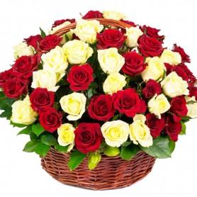 Canastillo Circular de 50 Rosas Blancas y Rojas