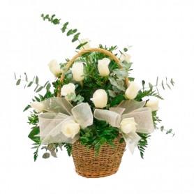 Canastillo de 12 Rosas Blancas