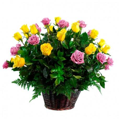 Canastillo de 24 Rosas Amarillas y Rosadas