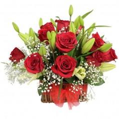 Canastillo de 12 Rosas Rojas y Liliums Blancos