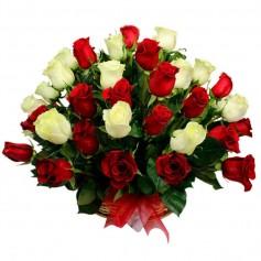 Canastillo Gigante con 50 Rosas Rojas y Blancas