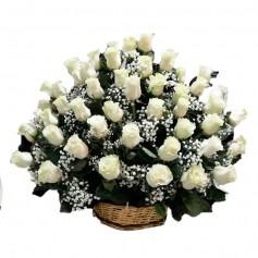 Canastillo de Condolencias en Abanico 50 Rosas Blancas