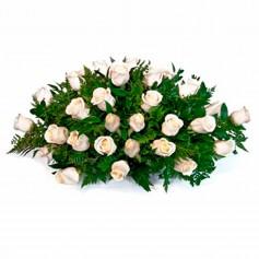 Ovalo de Condolencias con 35 Rosas Claras