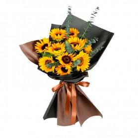 Ramo de 10 Girasoles Más Eucalipto y flores de temporada