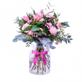Florero Rústico con Flores mix Rosadas Eucalipto 6 Rosas Rosadas Astromelias Rosadas Limonios y Flores Silvestres