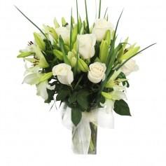 Florero para Condolencias Rosas y Liliums Blancos