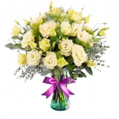 Florero con 10 Lisianthus Blancos más Flores Rústicas y Eucaliptos