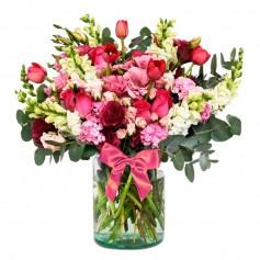 Florero con 10 Tulipanes rojos 10 varas de Perritos 10 rosas y Eucalipto