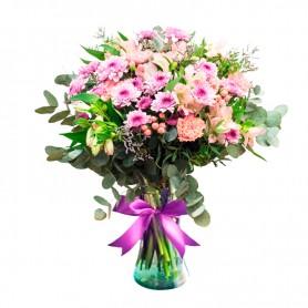 Florero en Tonos rosados con mables hipéricos Astromelias y Eucalipto