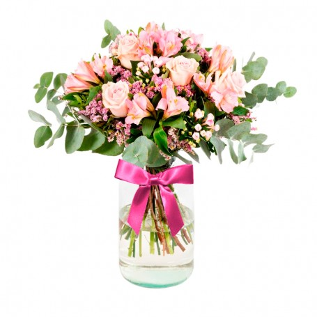 Florero Rústico con Flores Rosadas Eucalipto 8 rosas rosadas Astromelias Limonios y Flores Silvestres