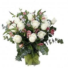Florero de 12 rosas Blancas para Condolencias