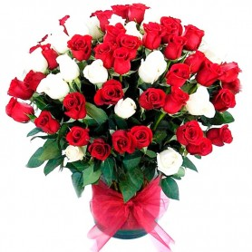 Florero con 70 Rosas Rojas y Blancas Importadas.