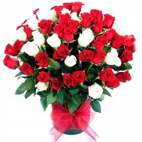 Florero con 90 Rosas Rojas y Blancas Importadas.