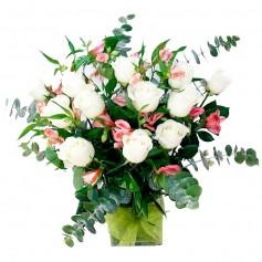 Florero de 12 Rosas Blancas y Astromelias