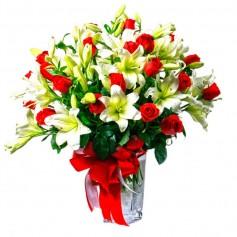 Florero de 24 Rosas Rojas y Liliums