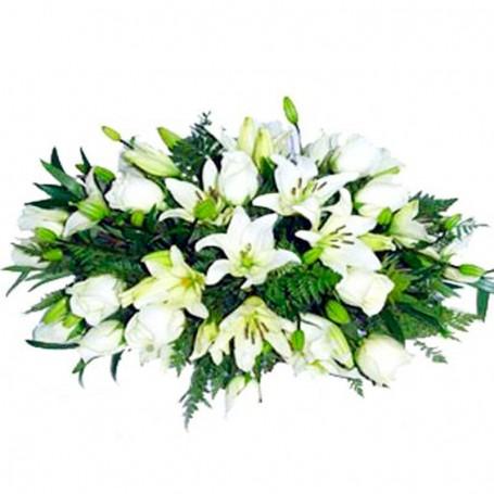 Ovalo con Rosas y Liliums para Condolencia